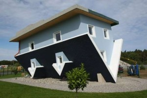 upside-down-houses-the-world-stands-on-its-head
